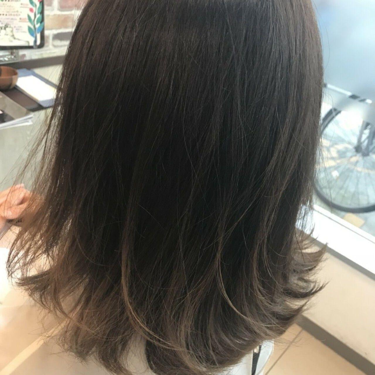 ナチュラル グレージュ グラデーションカラー ハイライトヘアスタイルや髪型の写真・画像