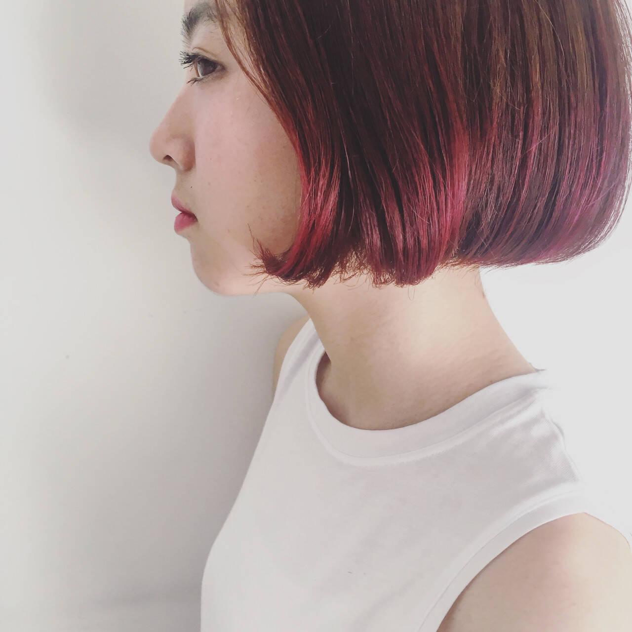 インナーカラー ショートヘア ナチュラル 切りっぱなしボブヘアスタイルや髪型の写真・画像