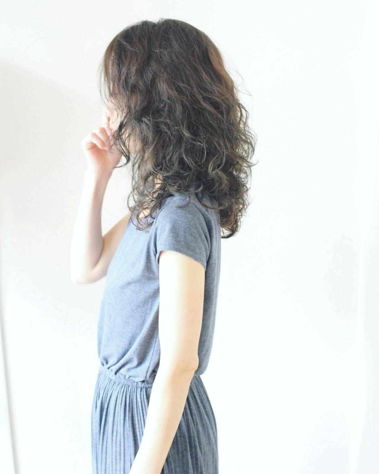 ミディアム フェミニン 小顔 こなれ感ヘアスタイルや髪型の写真・画像