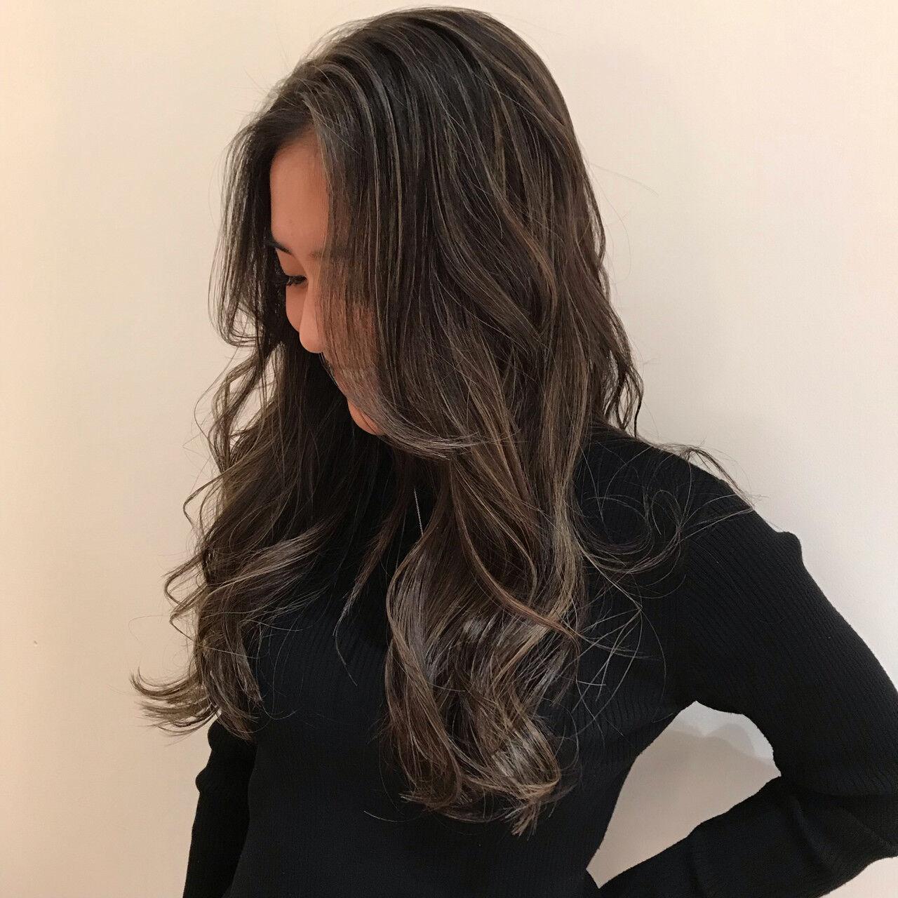 ヘアカラー 地毛ハイライト 黒髪 ロングヘアスタイルや髪型の写真・画像