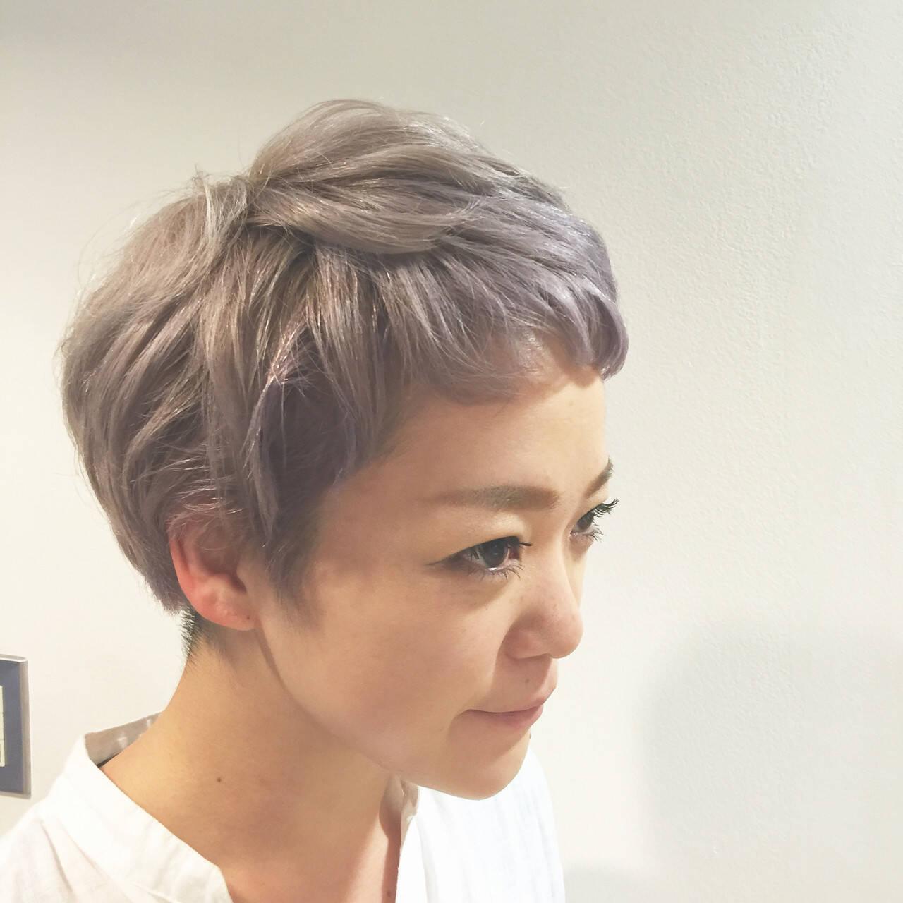 グレー ハイトーン パープル ダブルカラーヘアスタイルや髪型の写真・画像