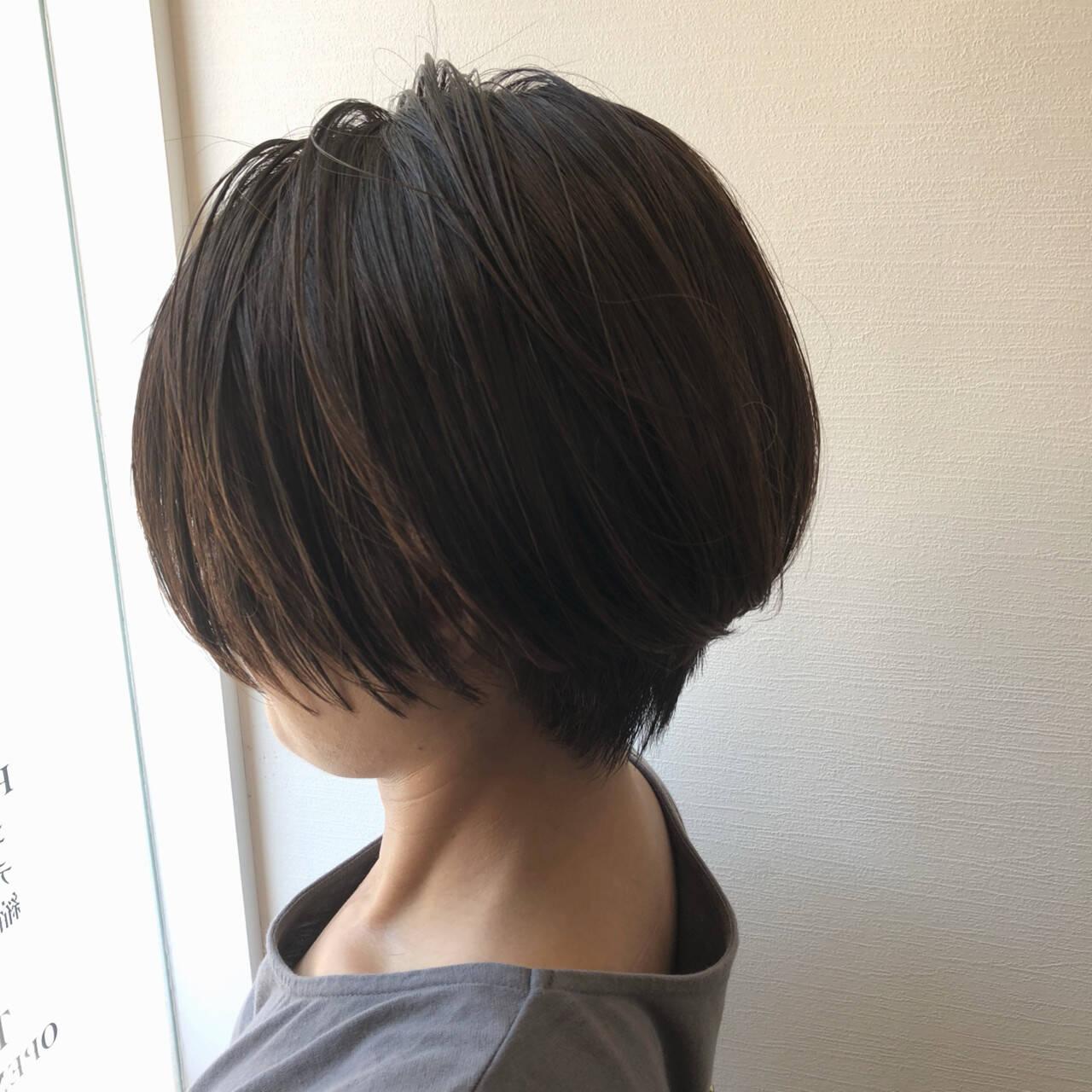 アディクシーカラー ハンサムショート 透明感 アッシュグレーヘアスタイルや髪型の写真・画像