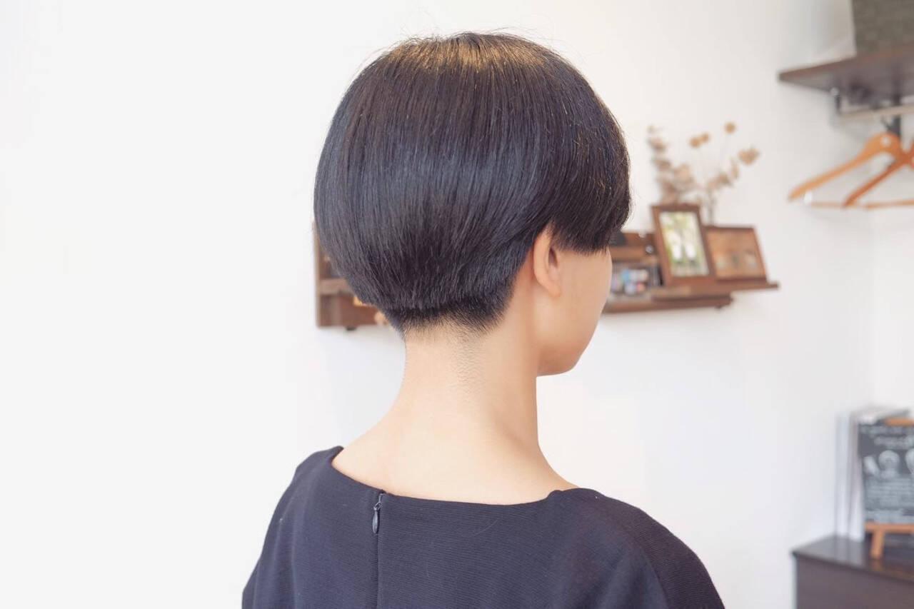小顔ショート モード ショート 刈り上げ女子ヘアスタイルや髪型の写真・画像