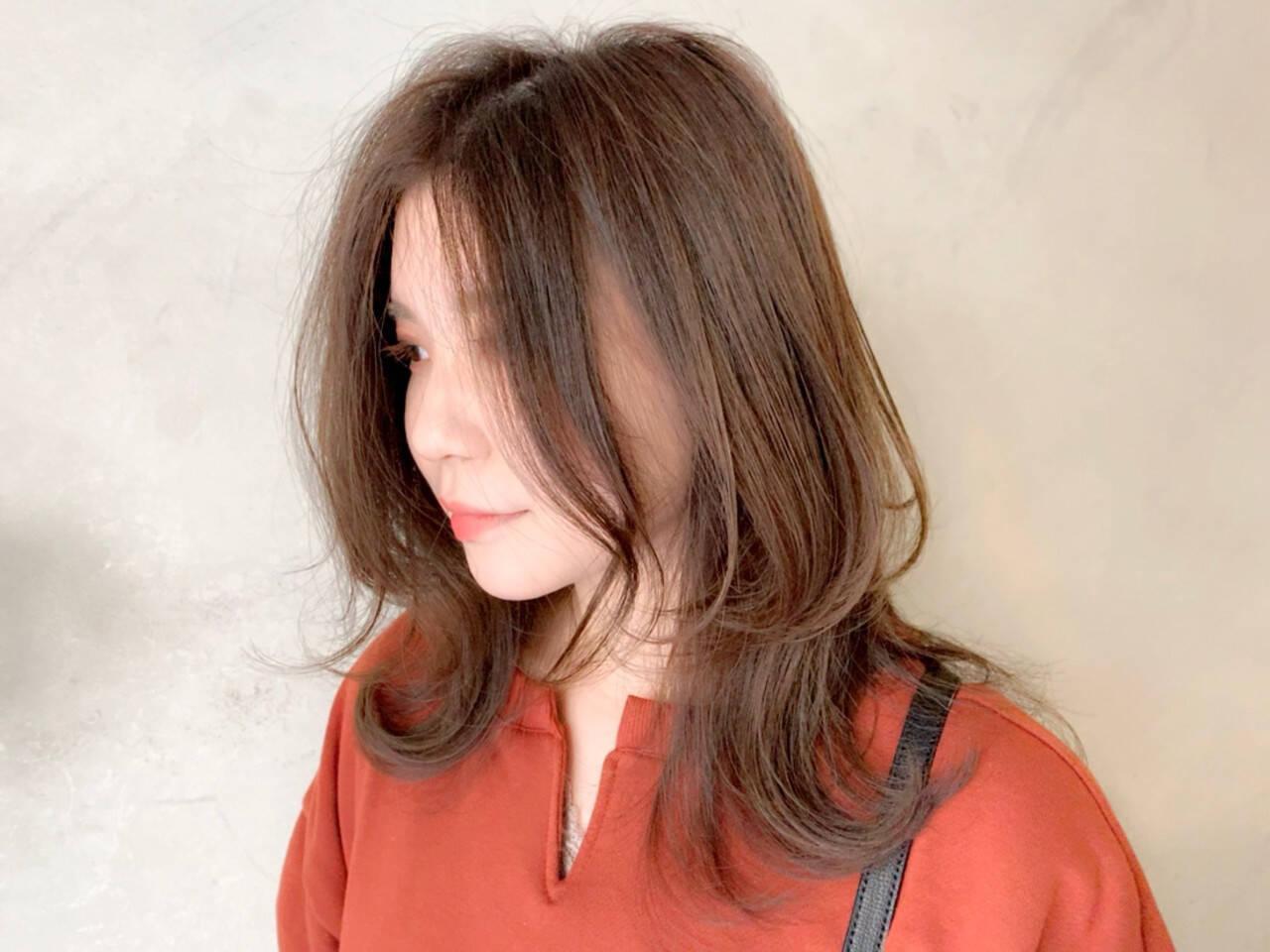 ミディアム レイヤーカット 抜け感 毛束感ヘアスタイルや髪型の写真・画像