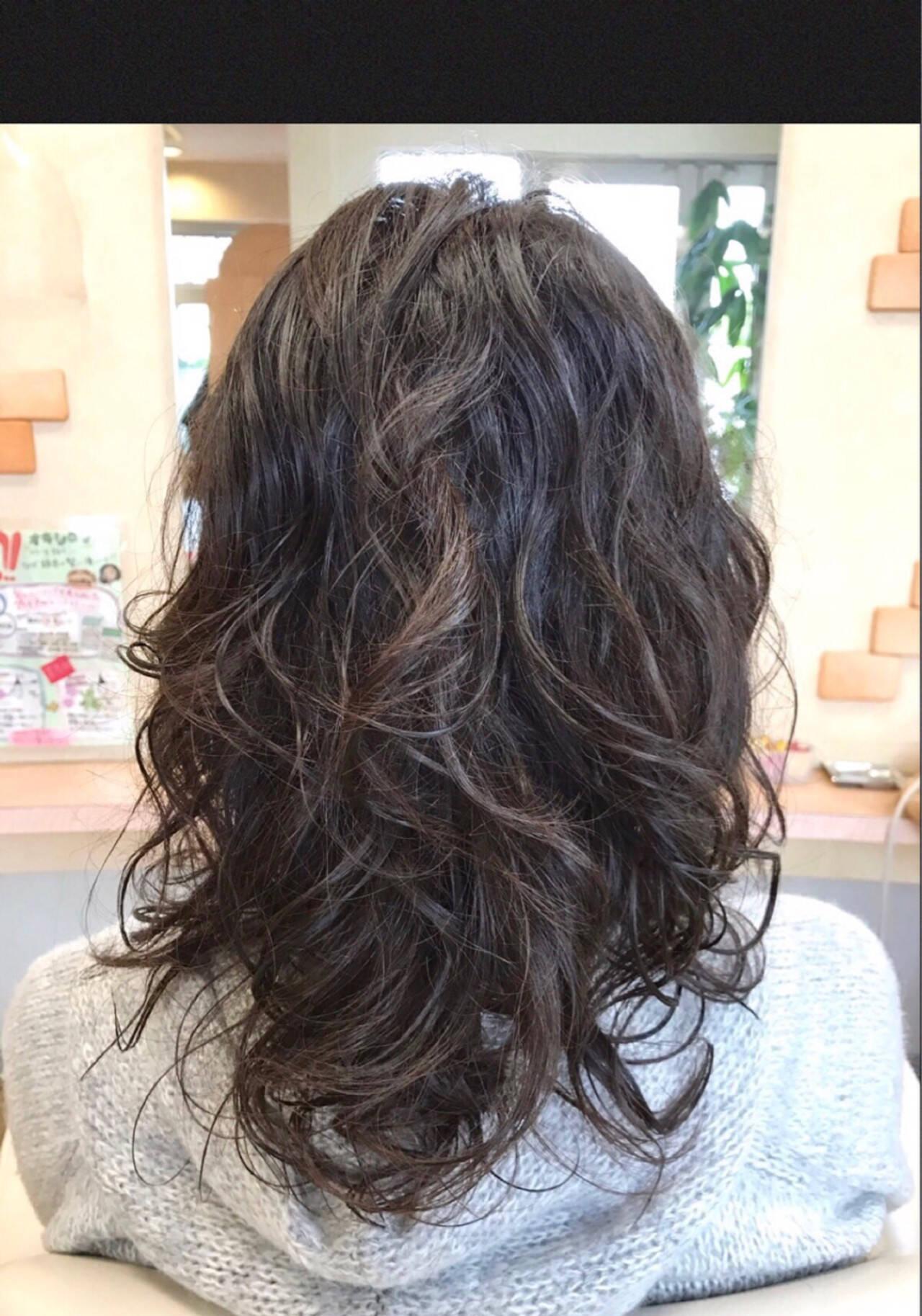 パーマ アンニュイ ウェーブ ゆるふわヘアスタイルや髪型の写真・画像