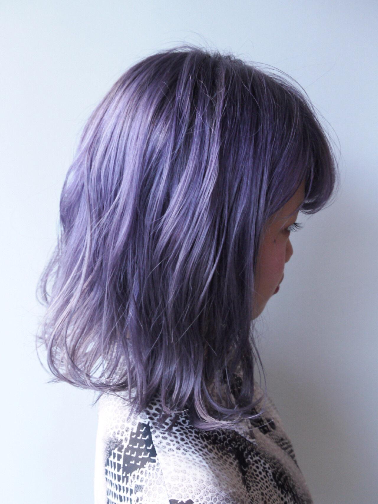 パープル ミディアム グレージュ ラベンダーアッシュヘアスタイルや髪型の写真・画像