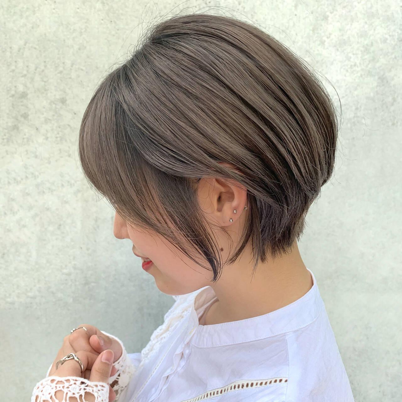 切りっぱなしボブ ショート ニュアンスパーマ ナチュラルヘアスタイルや髪型の写真・画像