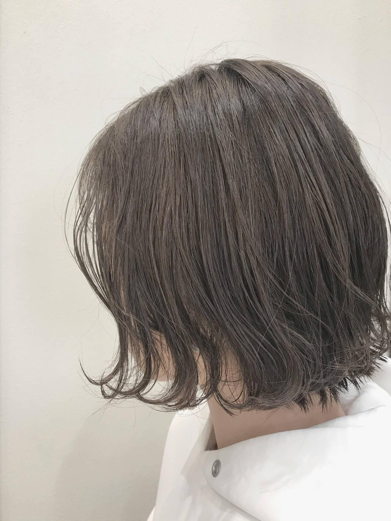グレージュ ショートボブ ボブ ナチュラルヘアスタイルや髪型の写真・画像