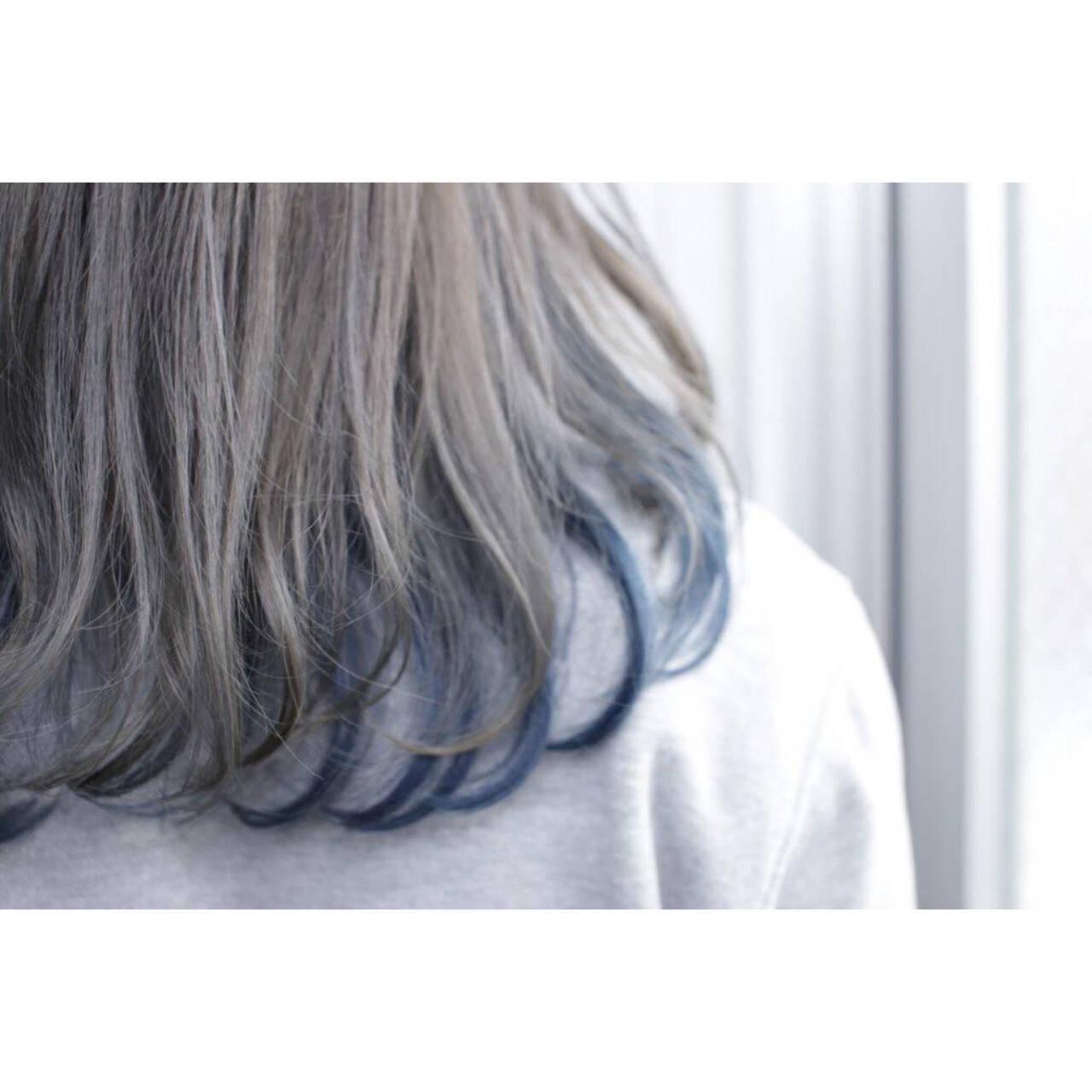ミディアム グレー ネイビー ストリートヘアスタイルや髪型の写真・画像
