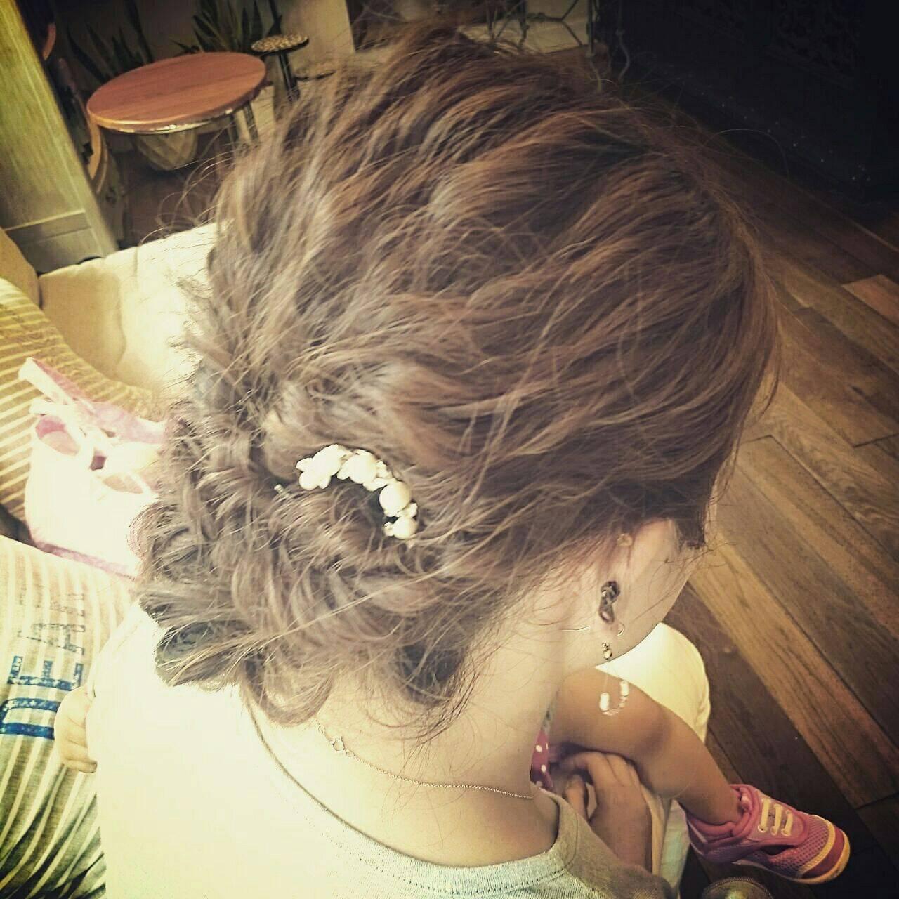 結婚式 波ウェーブ ヘアアレンジ ナチュラルヘアスタイルや髪型の写真・画像