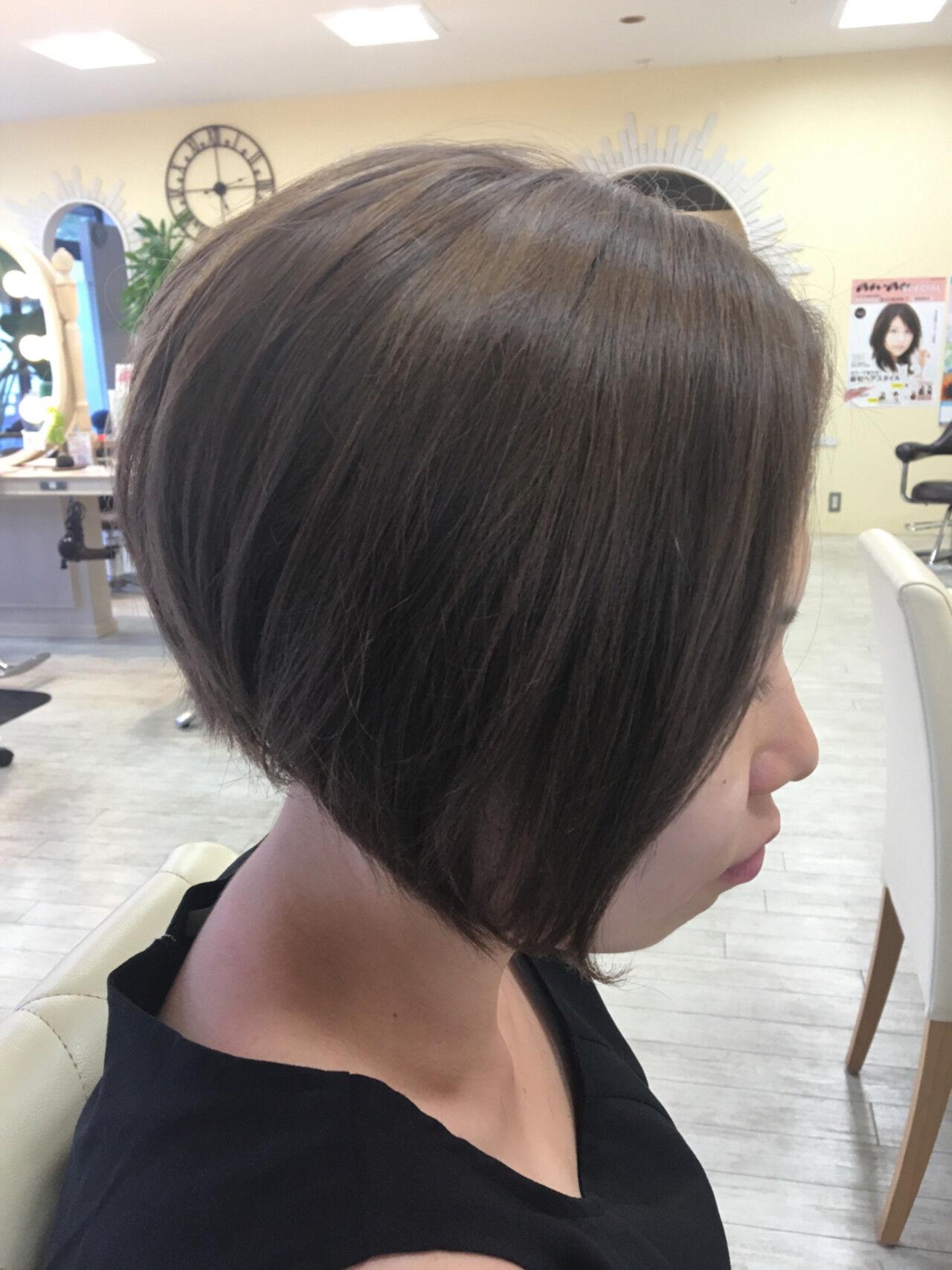 ボブ 外国人風 グレージュ 前下がりヘアスタイルや髪型の写真・画像