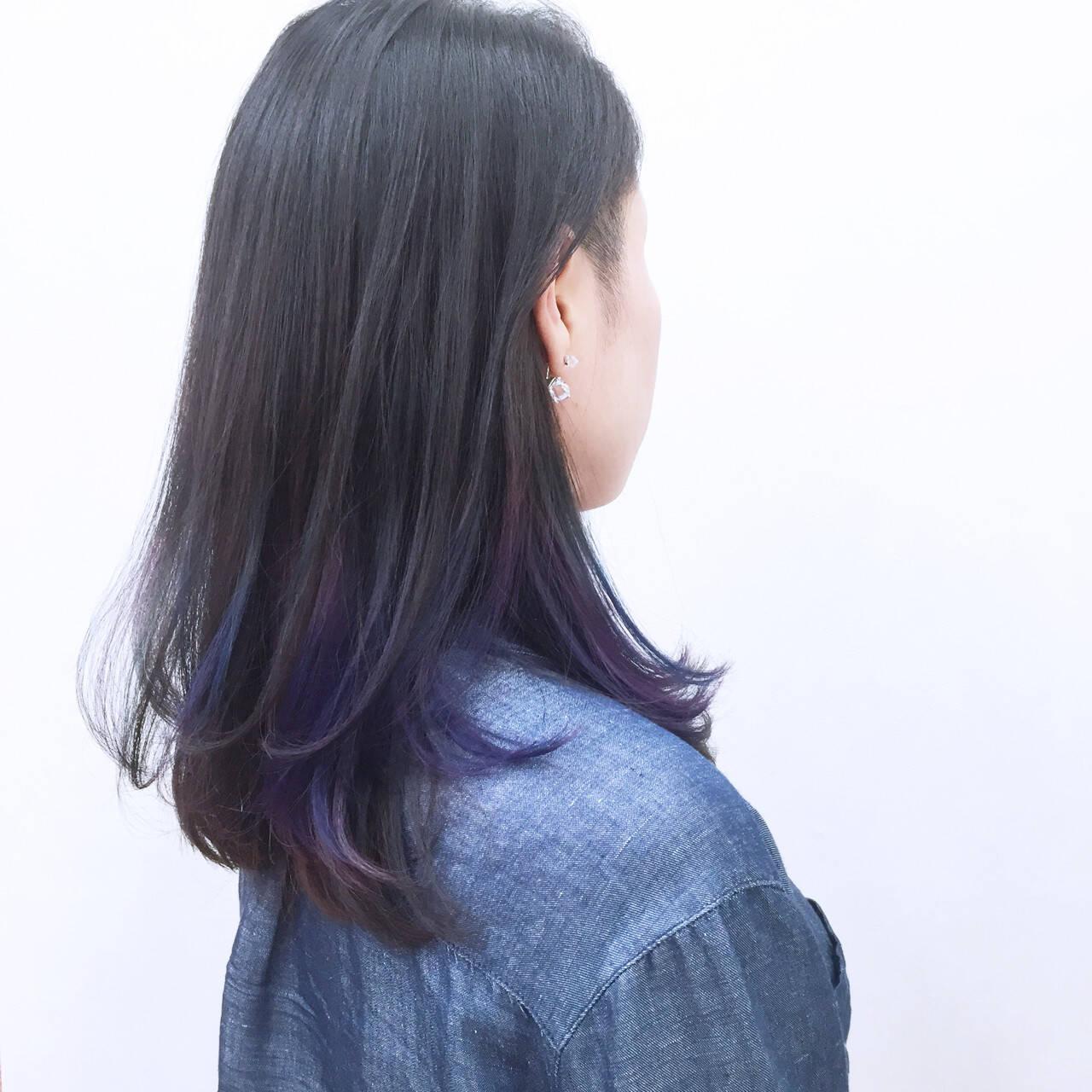 パープル ブルー インナーカラー 暗髪ヘアスタイルや髪型の写真・画像
