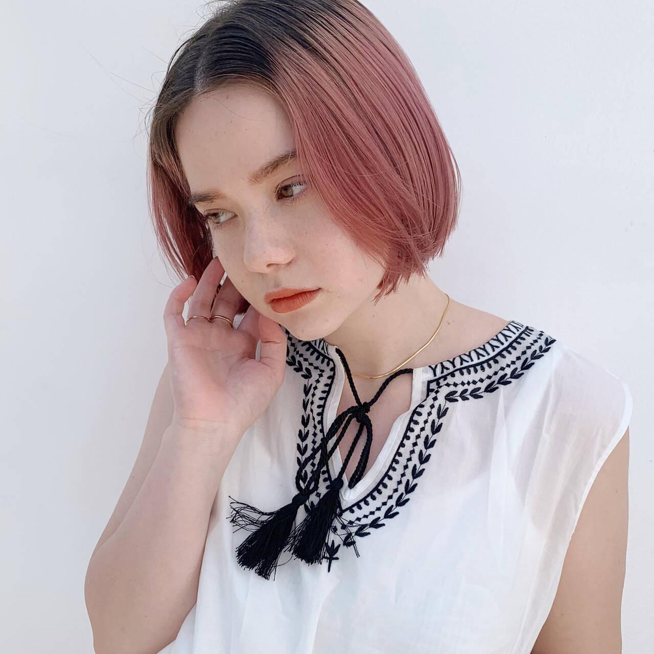 ハイトーンカラー ミニボブ ピンクベージュ ハイトーンヘアスタイルや髪型の写真・画像