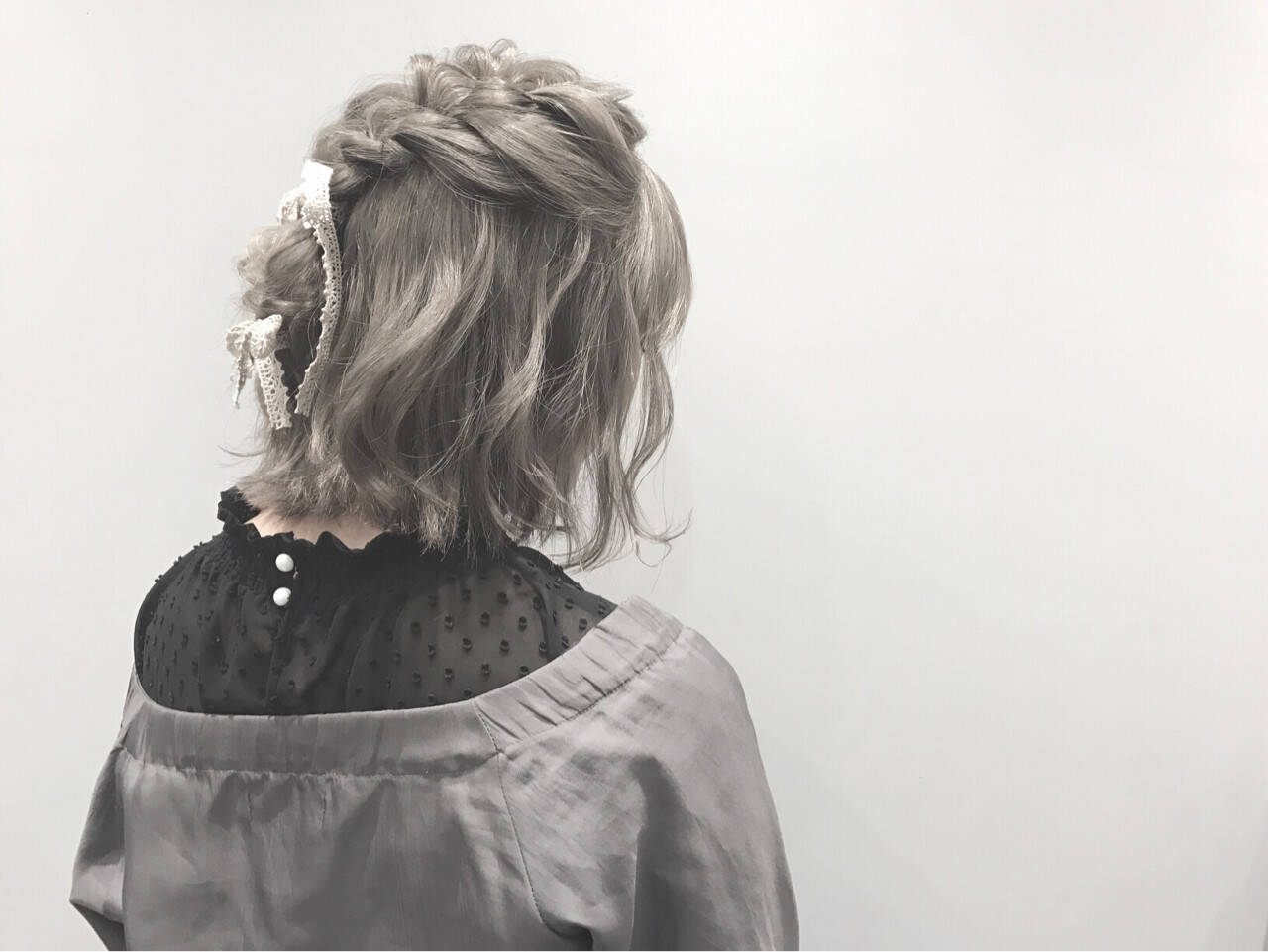 ヘアアレンジ アッシュグレー ハイトーン グレーヘアスタイルや髪型の写真・画像