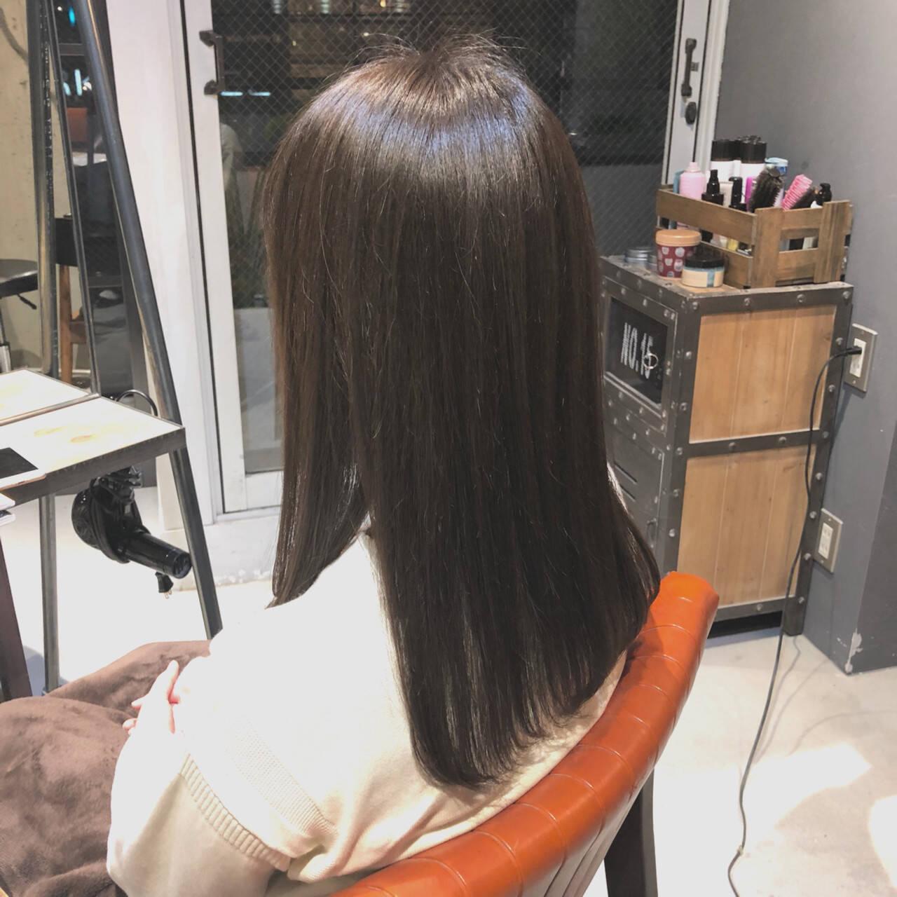 セミロング ツヤ ナチュラル グレージュヘアスタイルや髪型の写真・画像