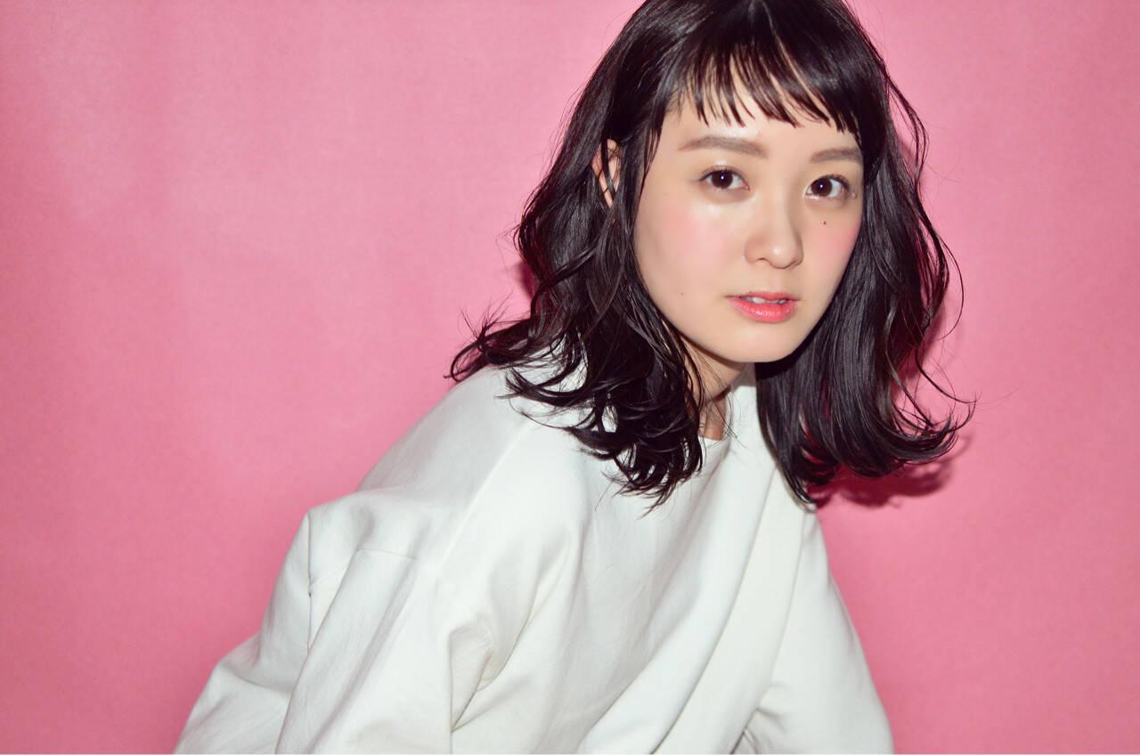 色気 リラックス ナチュラル 斜め前髪ヘアスタイルや髪型の写真・画像