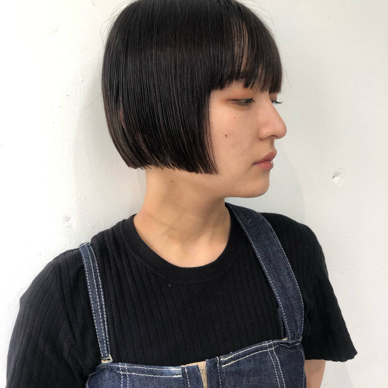切りっぱなしボブ ワイドバング ミニボブ ストリートヘアスタイルや髪型の写真・画像