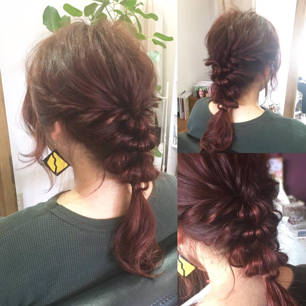ベリーピンク インナーカラー セミロング フリンジバングヘアスタイルや髪型の写真・画像
