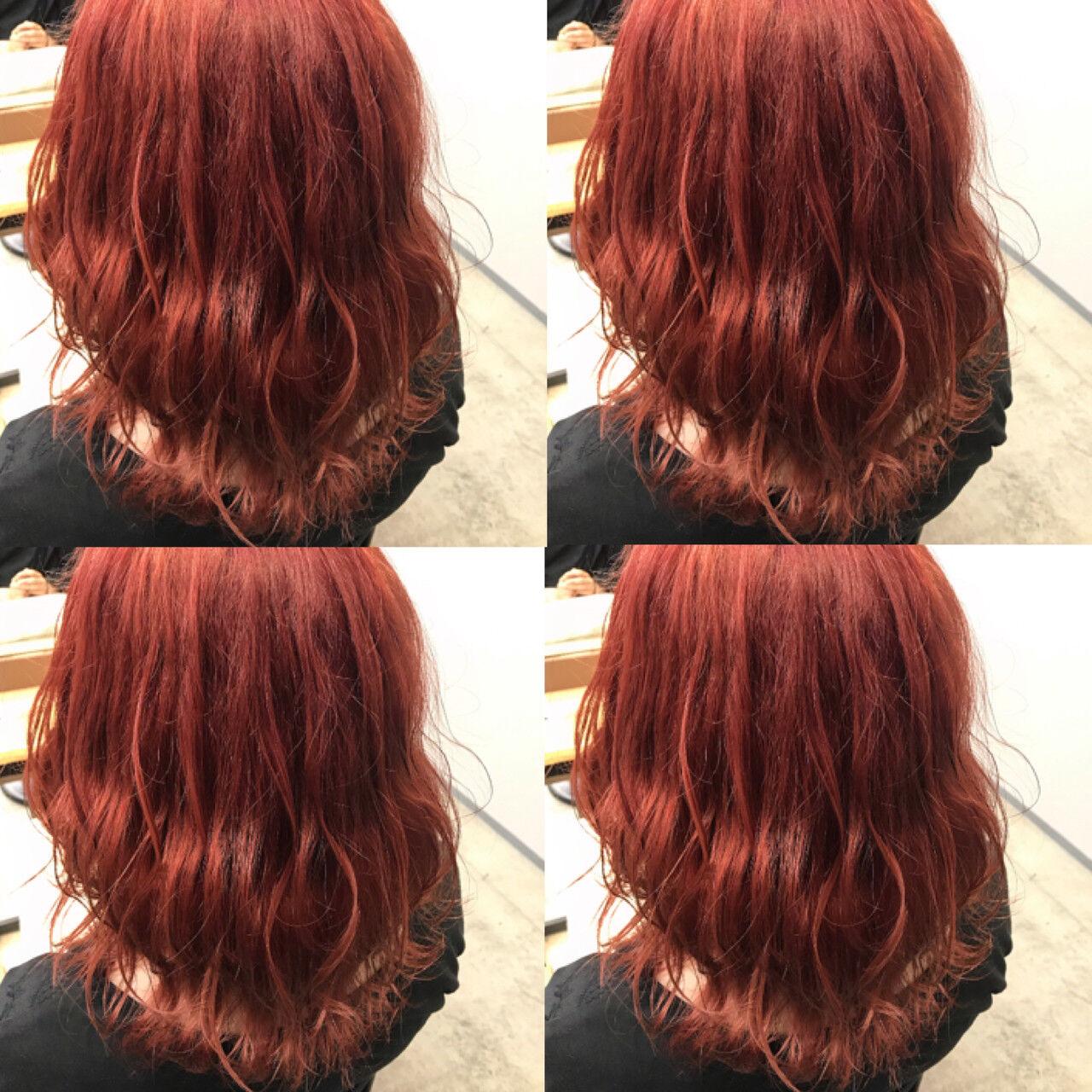 ミディアム チェリーレッド ダブルカラー ストリートヘアスタイルや髪型の写真・画像