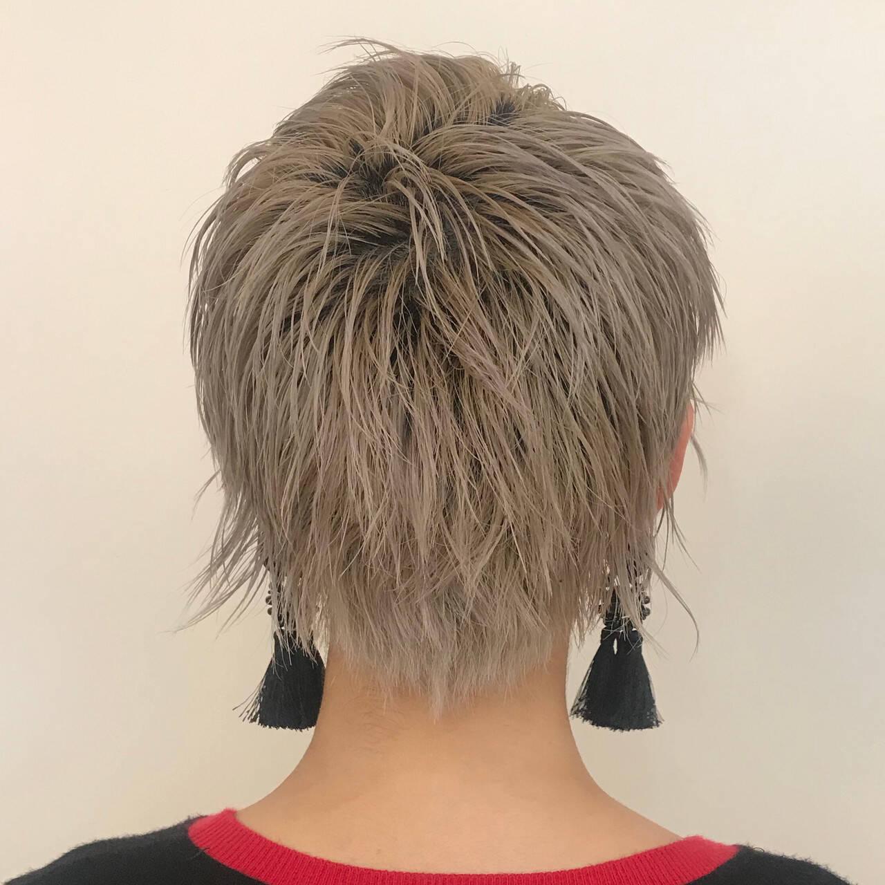 ベリーショート ショートヘア モード デザインカラーヘアスタイルや髪型の写真・画像