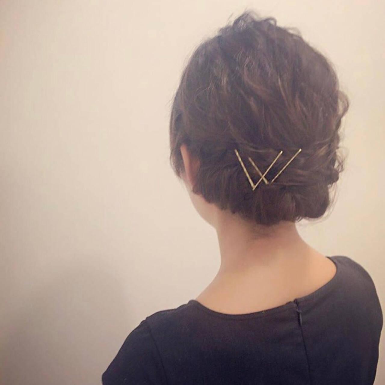 ウェーブ ミディアム シニヨン ナチュラルヘアスタイルや髪型の写真・画像