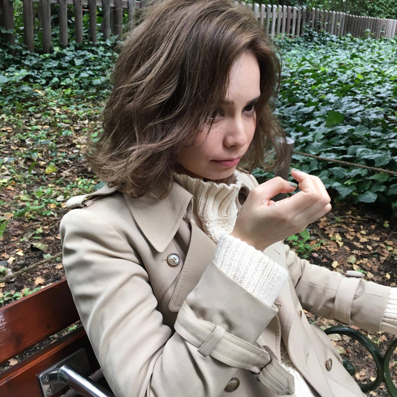 スモーキーカラー グレージュ 冬 ボブヘアスタイルや髪型の写真・画像