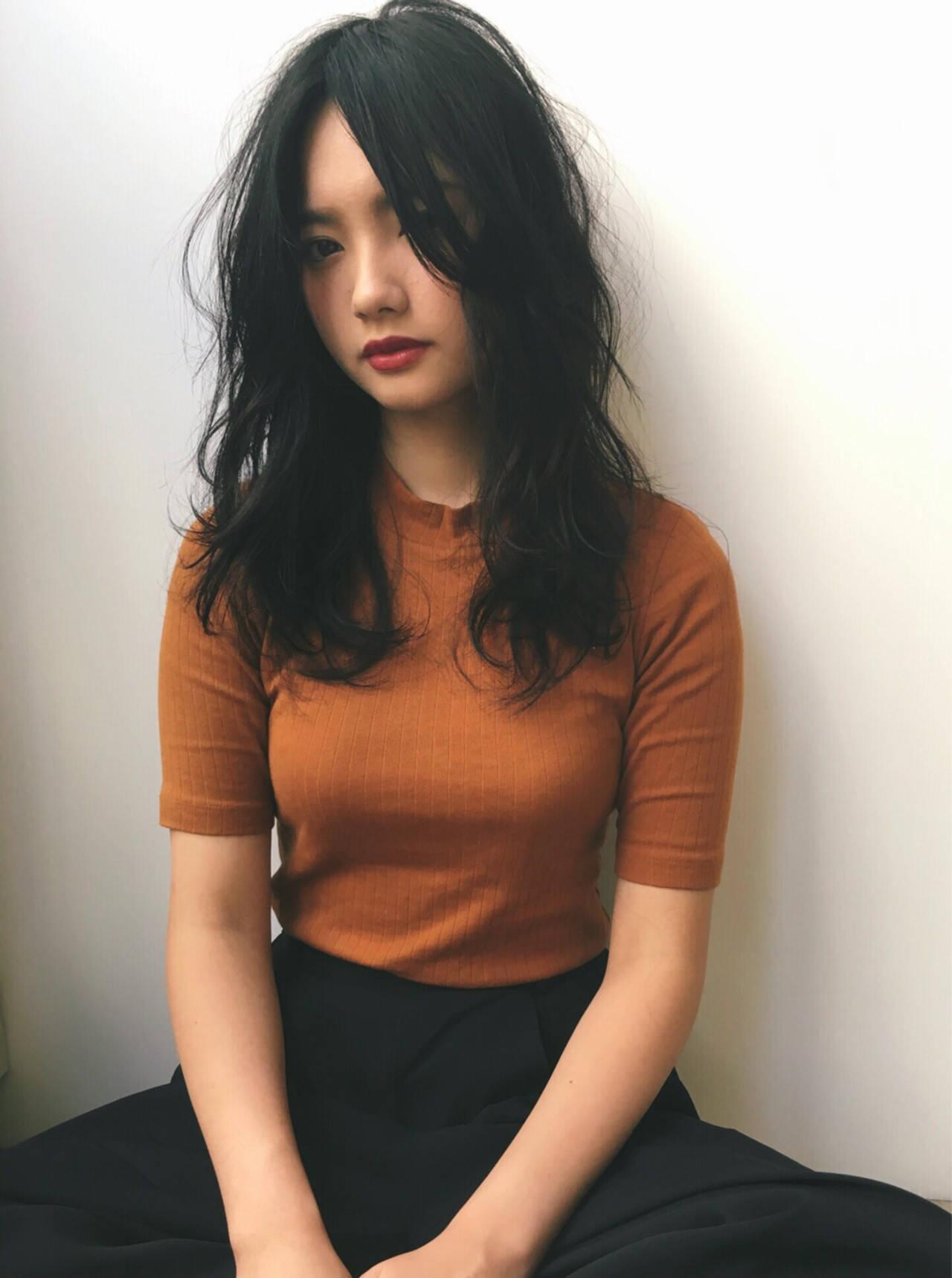 ナチュラル 黒髪 ロング パーマヘアスタイルや髪型の写真・画像