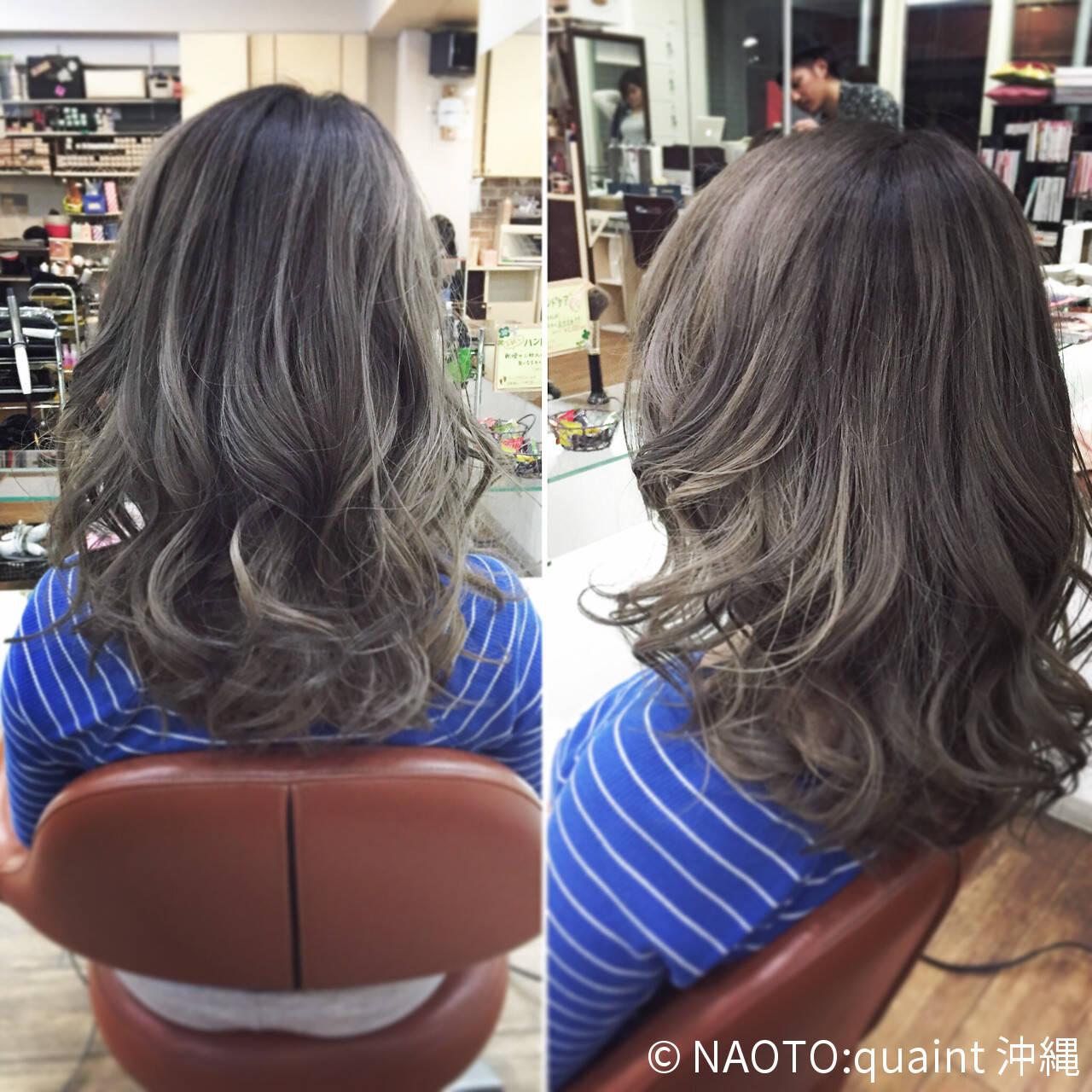 シルバー アッシュ セミロング ガーリーヘアスタイルや髪型の写真・画像