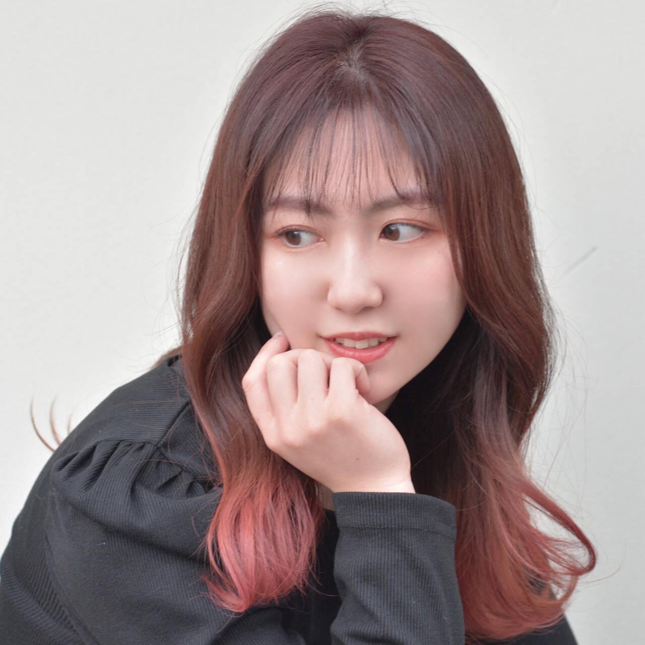 ラズベリーピンク 韓国ヘア グラデーションカラー ベリーピンクヘアスタイルや髪型の写真・画像
