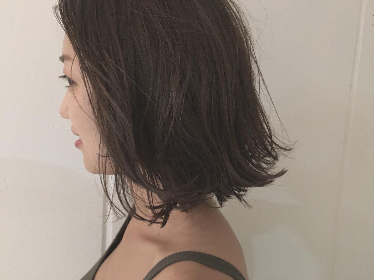 ミディアム アッシュ ロブ 暗髪ヘアスタイルや髪型の写真・画像