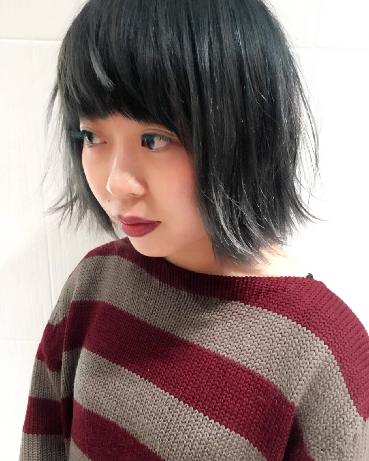 グラデーションカラー 暗髪 アッシュ 丸顔ヘアスタイルや髪型の写真・画像