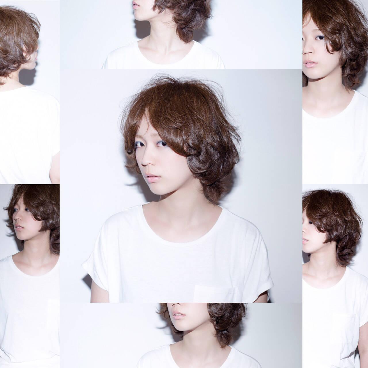パーマ ハイライト レイヤーカット ミディアムヘアスタイルや髪型の写真・画像