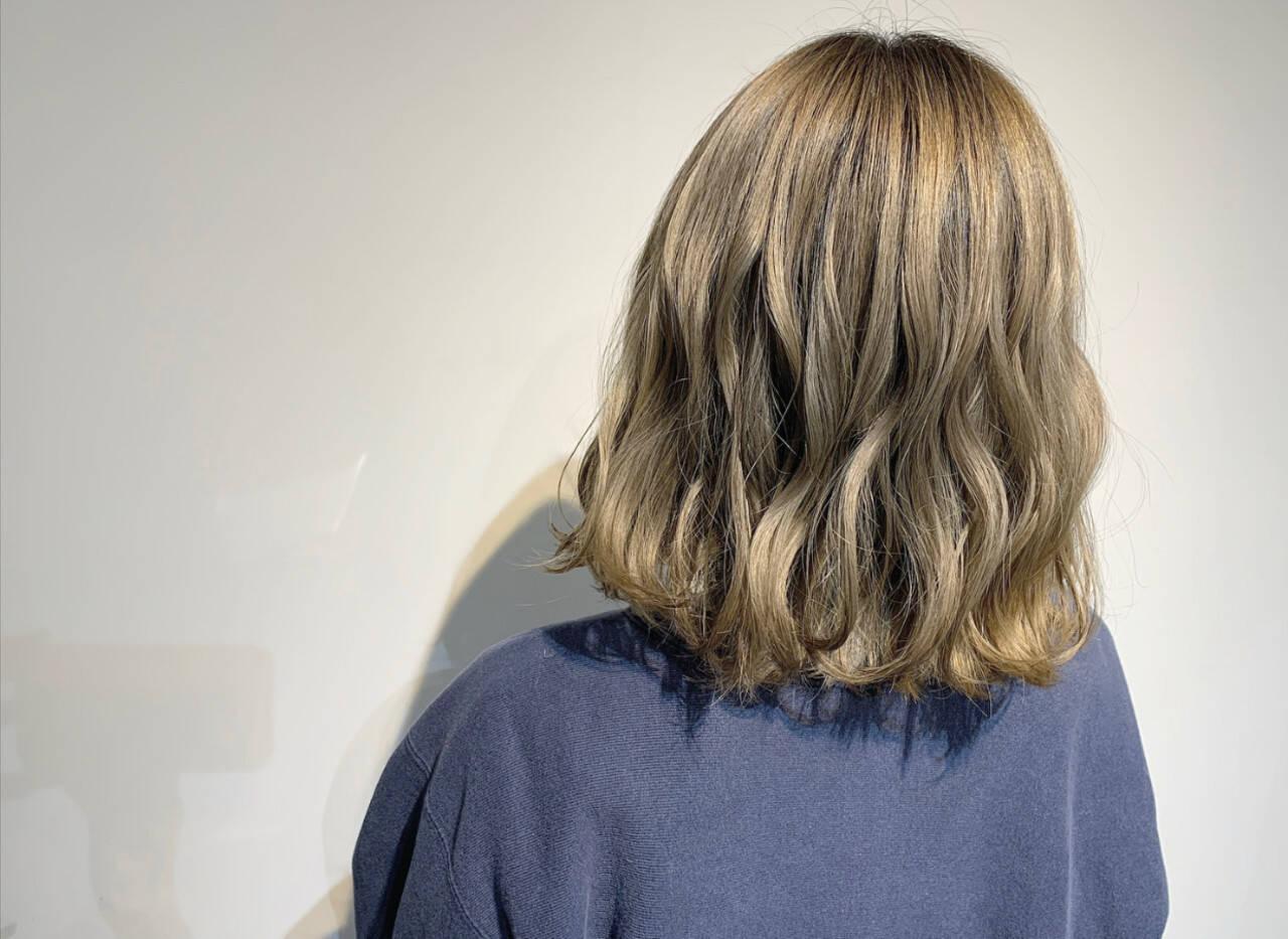 ホワイトシルバー ナチュラル シルバーアッシュ ボブヘアスタイルや髪型の写真・画像