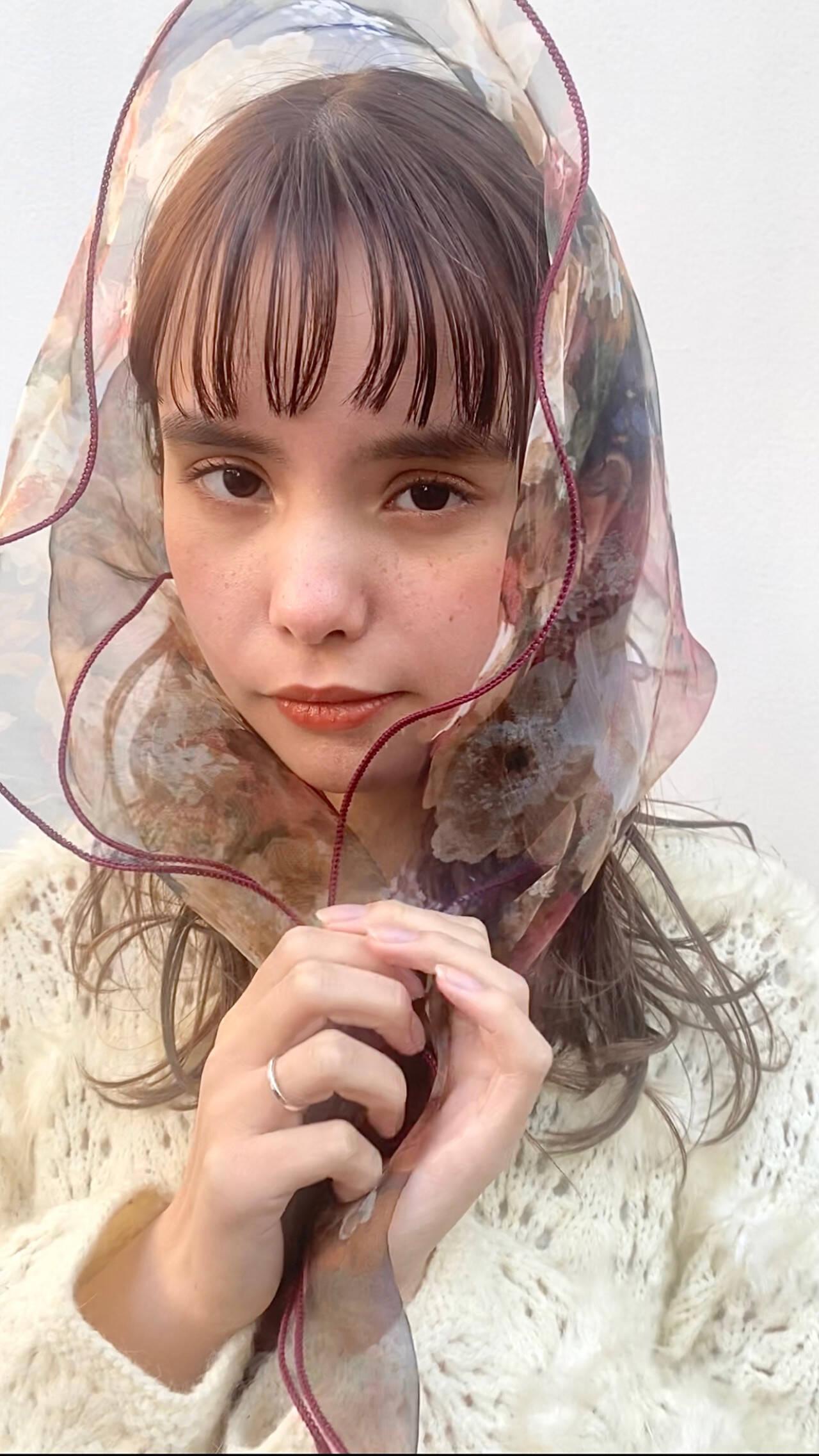 鎖骨ミディアム ミディアム ぱっつん ワイドバングヘアスタイルや髪型の写真・画像