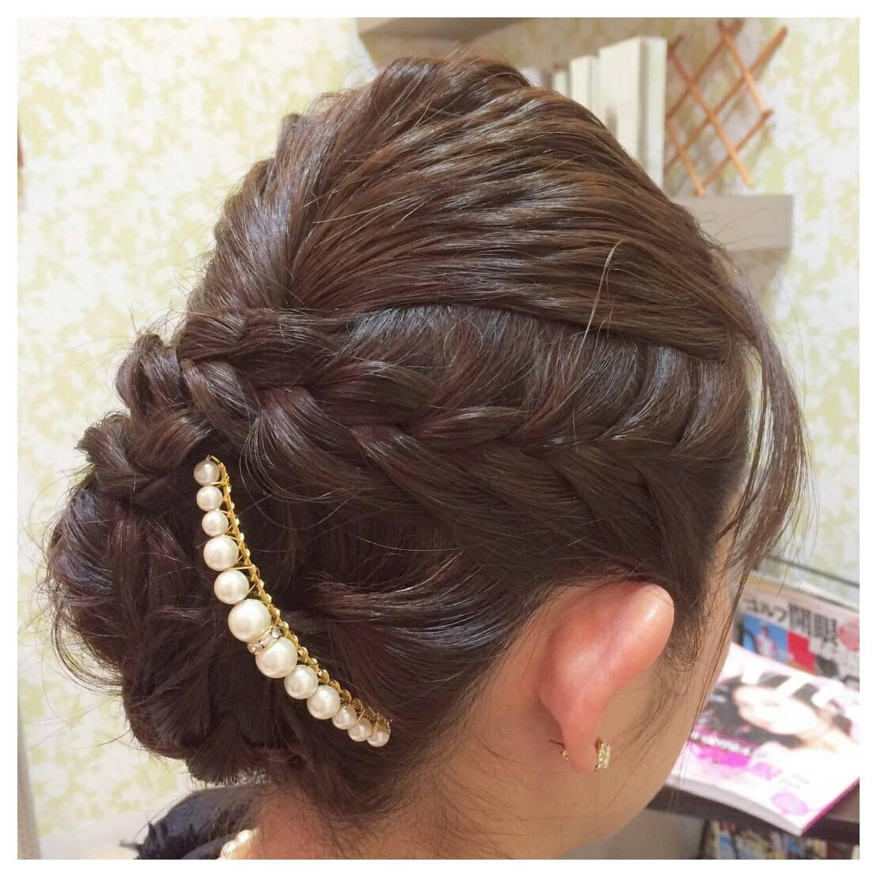 パールアクセ 編み込み セミロング 上品ヘアスタイルや髪型の写真・画像