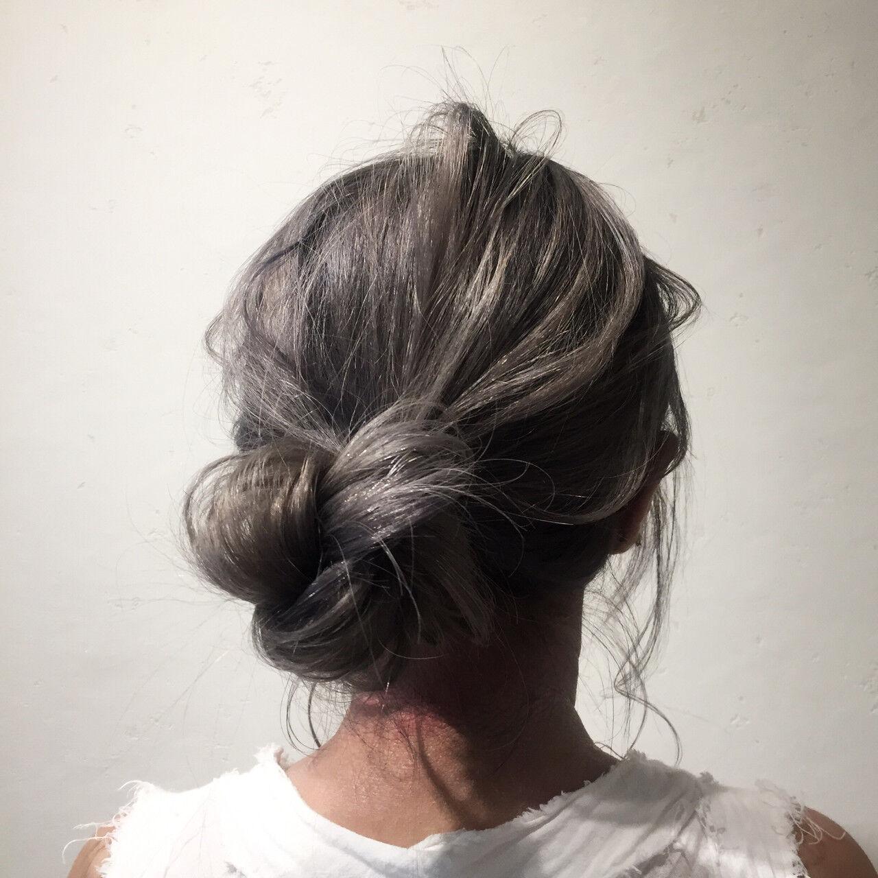 ナチュラル デート グレージュ ロングヘアスタイルや髪型の写真・画像