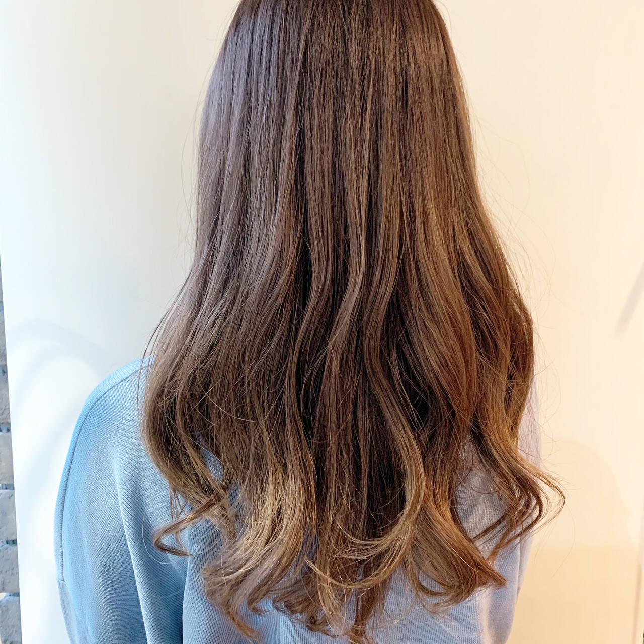セミロング パープルアッシュ ラベンダーアッシュ ラベンダーグレージュヘアスタイルや髪型の写真・画像