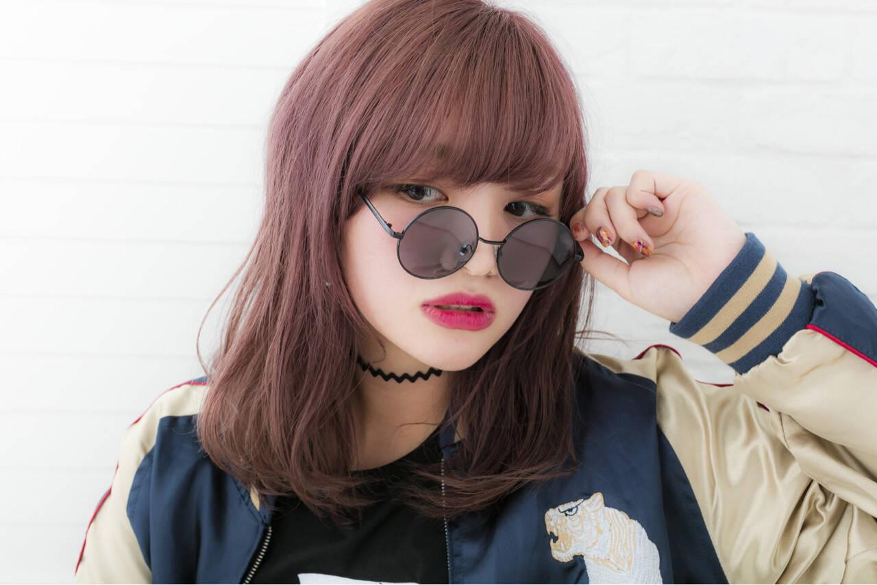 ピンク レッド ブリーチ ガーリーヘアスタイルや髪型の写真・画像