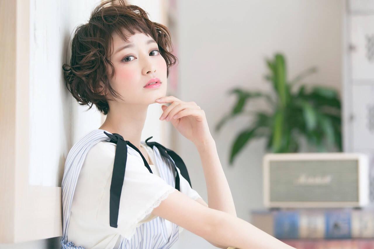ミルクティー ナチュラル 前髪あり 小顔ヘアスタイルや髪型の写真・画像