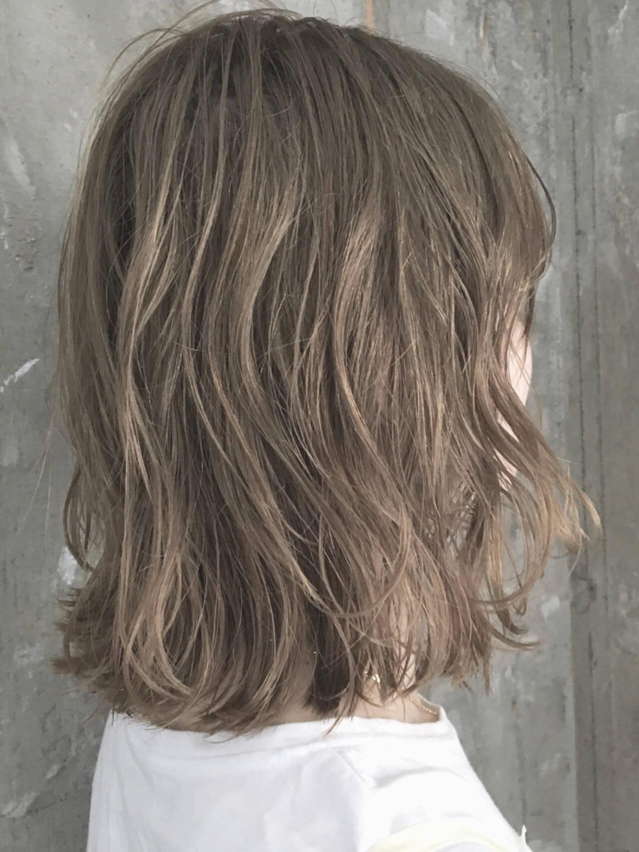外ハネ 透明感 ナチュラル ハイライトヘアスタイルや髪型の写真・画像