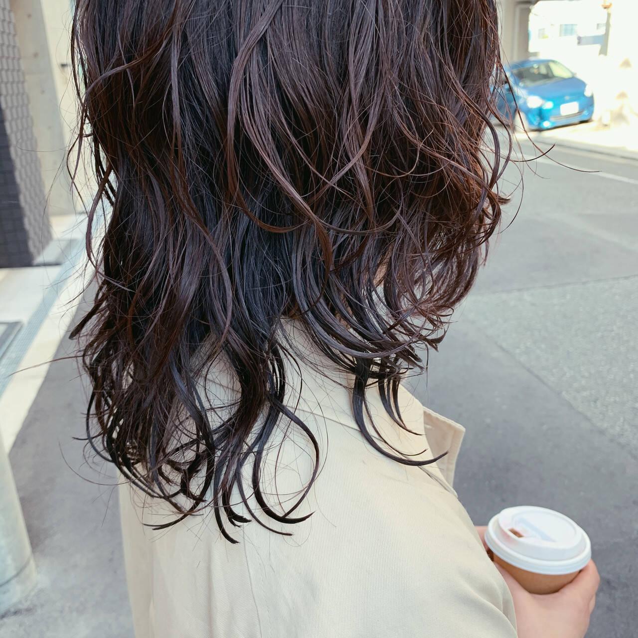 ゆるふわパーマ フェミニン バイオレットアッシュ セミロングヘアスタイルや髪型の写真・画像