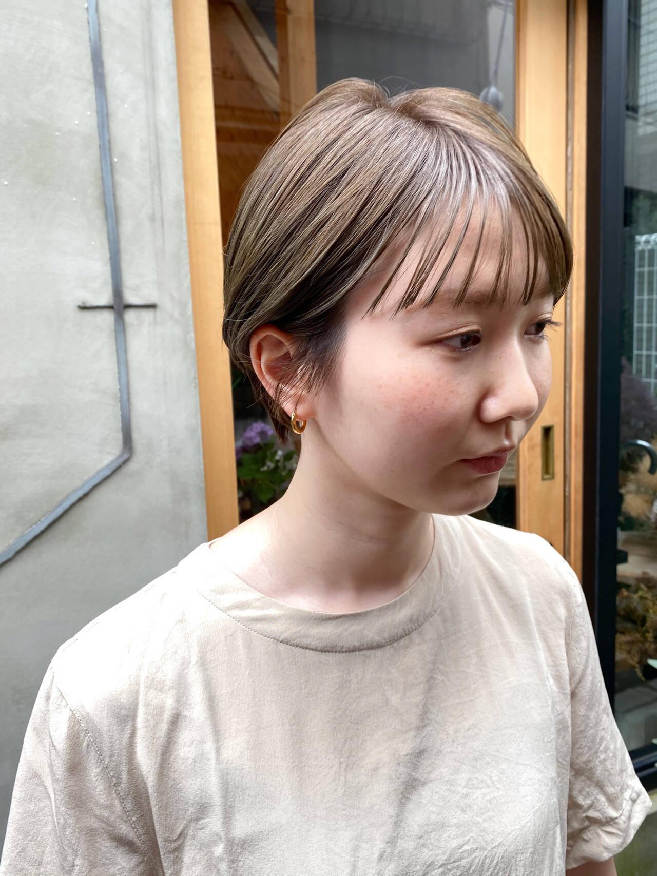 ナチュラル くすみベージュ 透明感 透明感カラーヘアスタイルや髪型の写真・画像