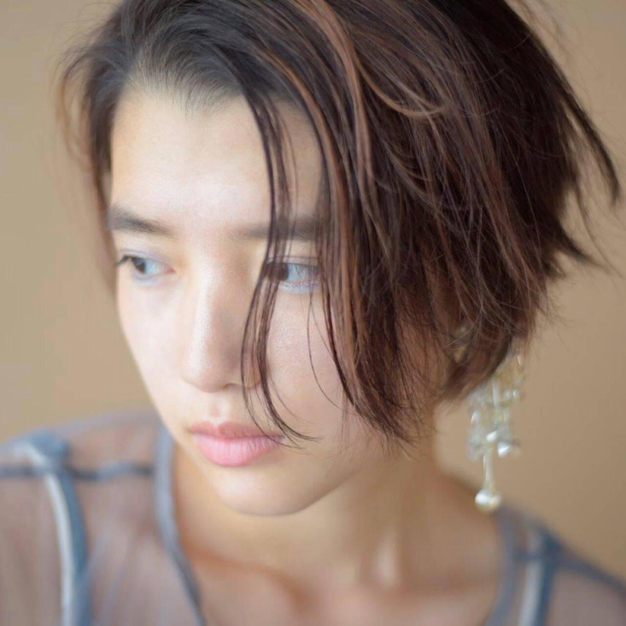 ショート ウェットヘア 抜け感 大人かわいいヘアスタイルや髪型の写真・画像