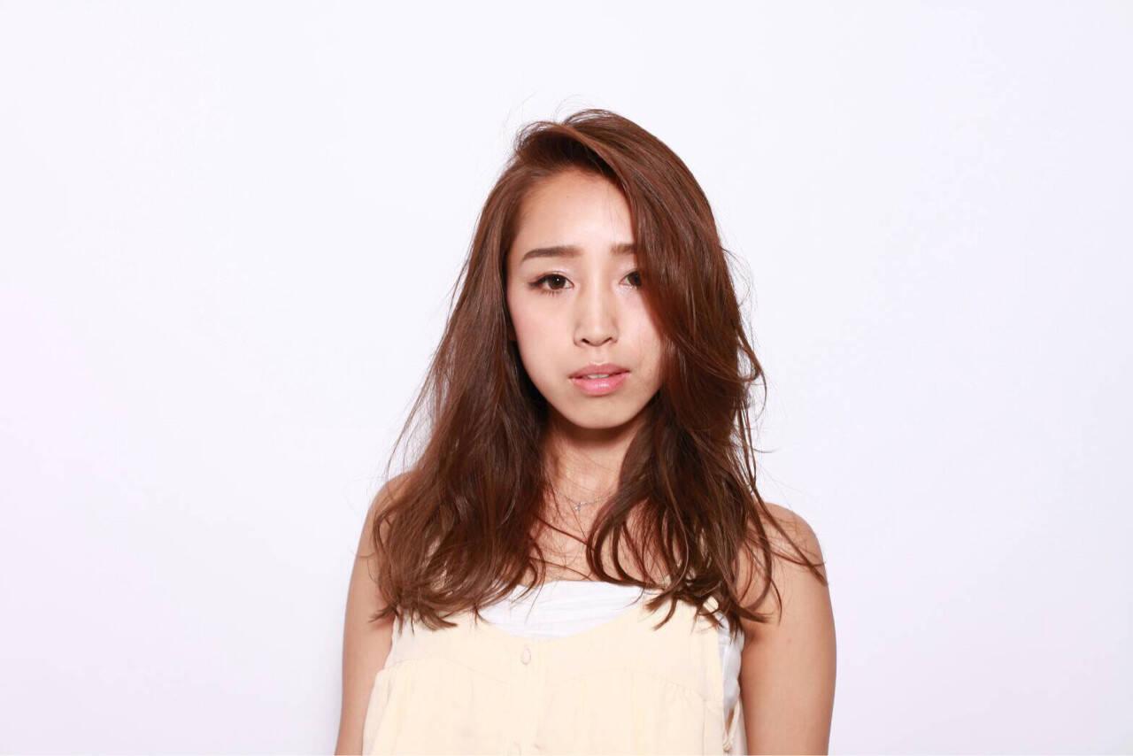 外国人風 ゆるふわ 巻き髪 セミロングヘアスタイルや髪型の写真・画像