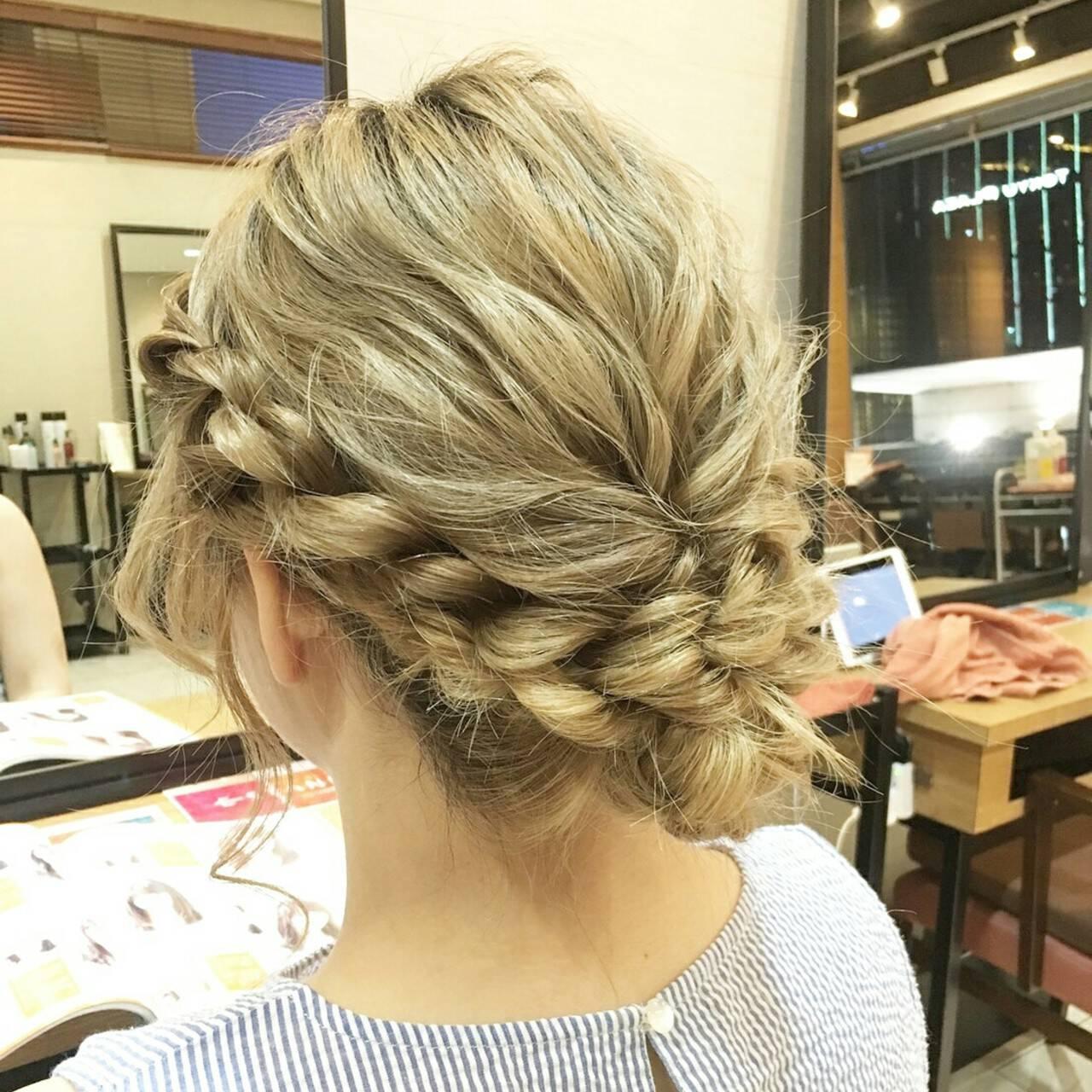 ミディアム ヘアアレンジ フェミニン ねじりヘアスタイルや髪型の写真・画像