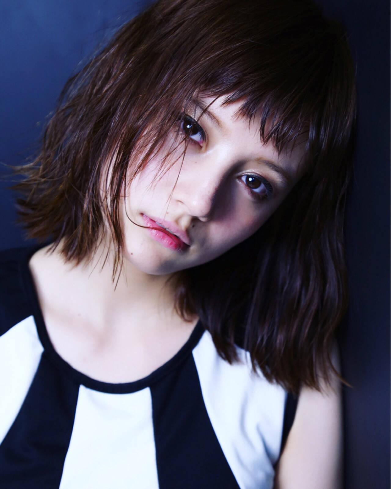 ミディアム モード かっこいい オン眉ヘアスタイルや髪型の写真・画像
