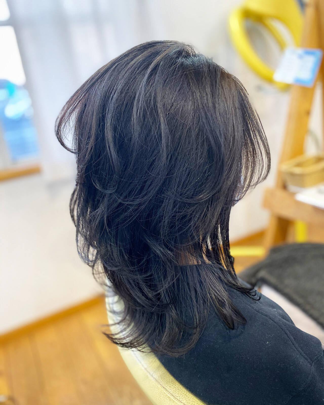 ブルーアッシュ ブルーブラック ウルフカット レイヤーロングヘアヘアスタイルや髪型の写真・画像
