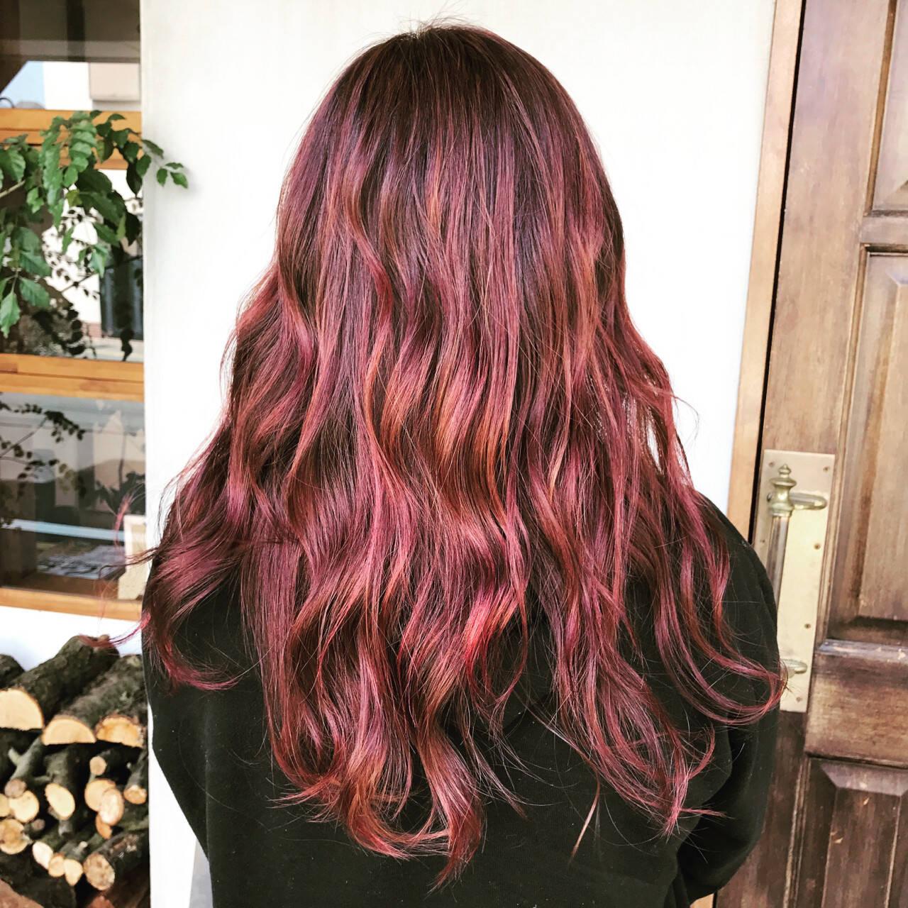 ピンク ハイライト ロング ダブルカラーヘアスタイルや髪型の写真・画像