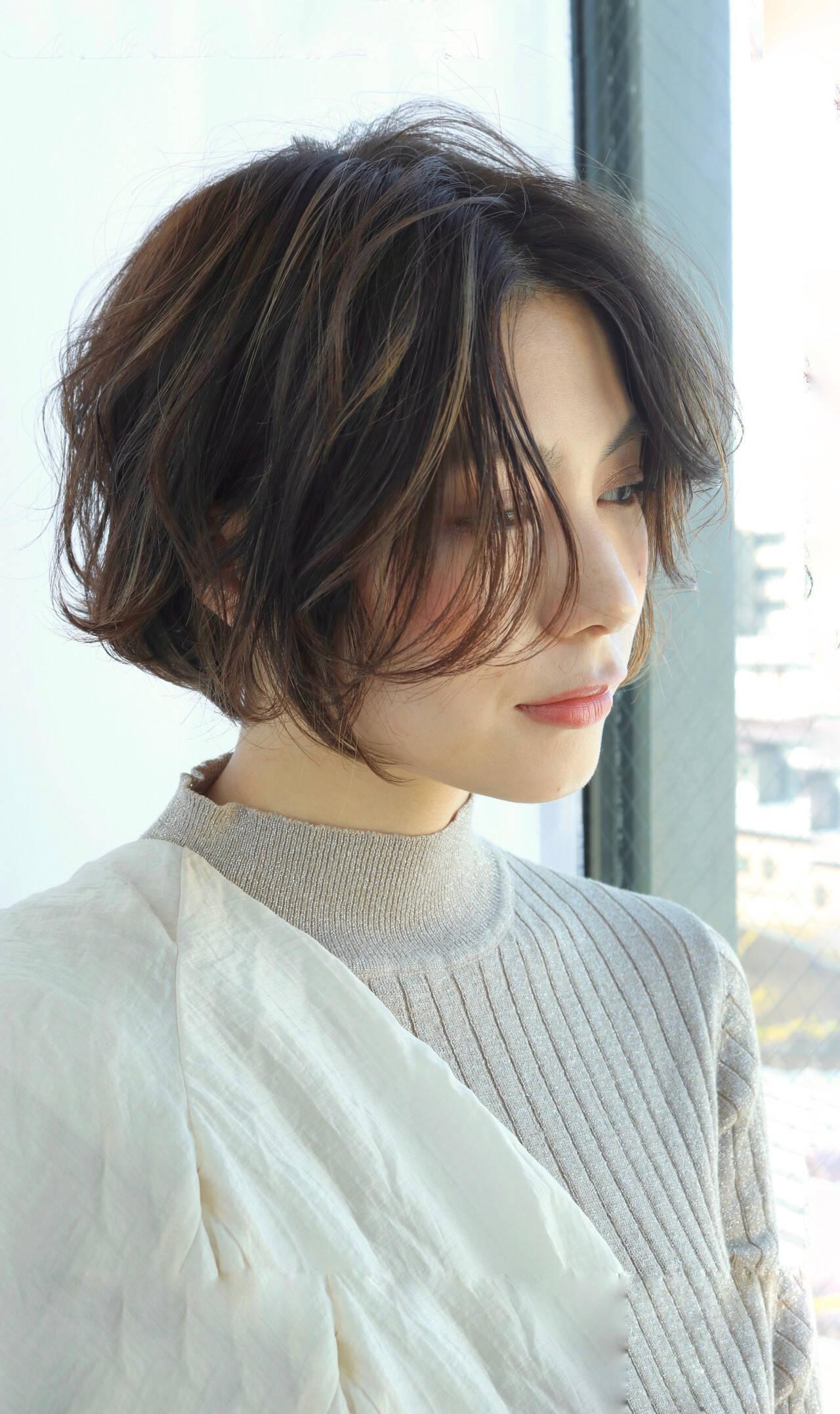 ミニボブ ショートヘア 切りっぱなしボブ 外ハネボブヘアスタイルや髪型の写真・画像