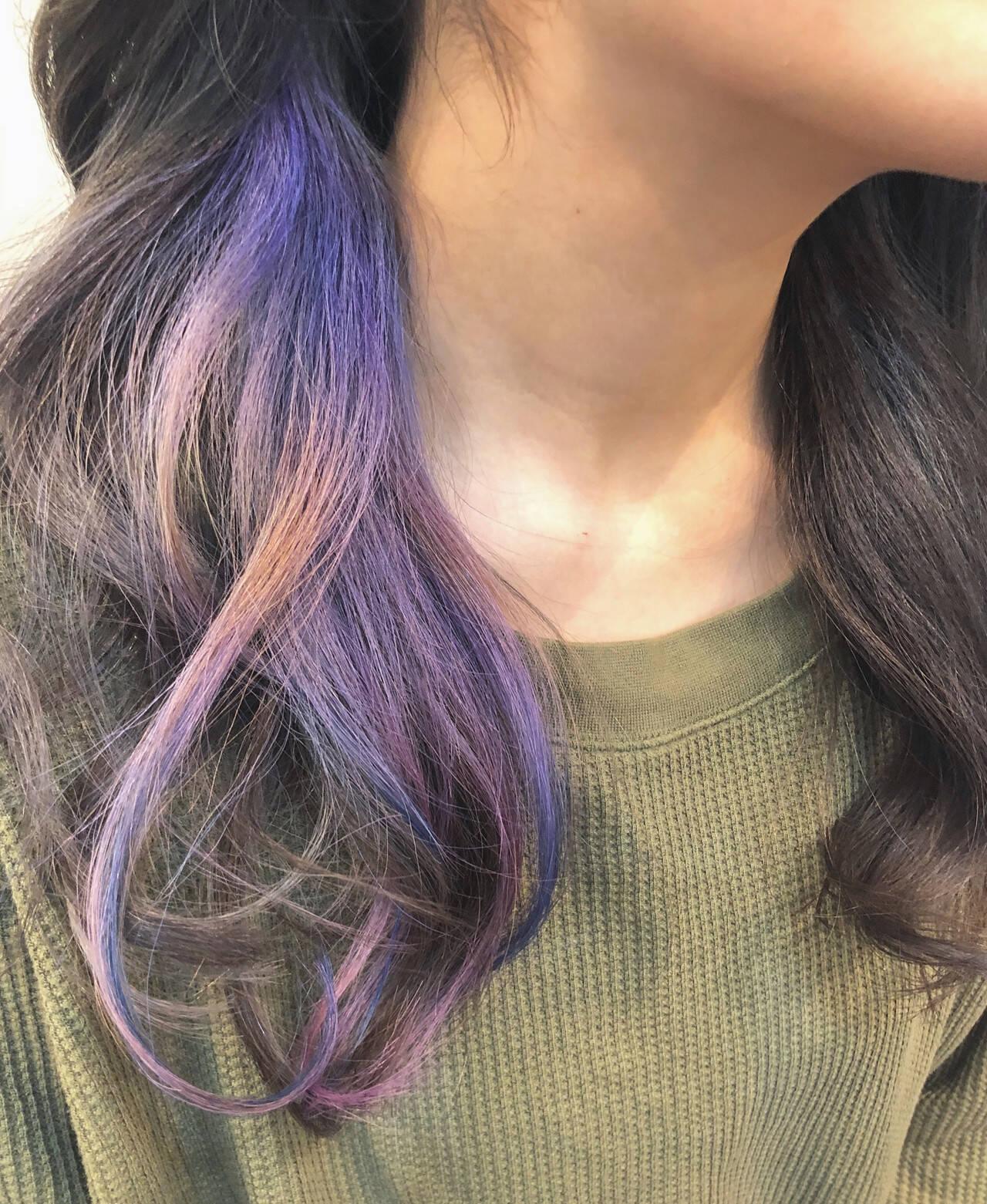 ユニコーンカラー インナーカラー ハイライト ナチュラルヘアスタイルや髪型の写真・画像